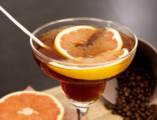 Cocktail tequila, sirop infusé aux grains de café et à la badiane, pamplemousse rose
