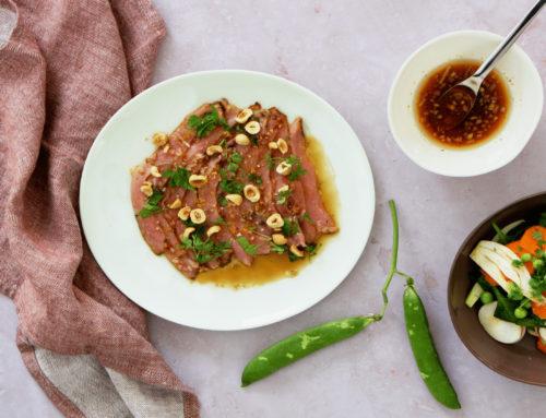 Carpaccio de veau mariné au café, légumes nouveaux et vinaigrette acidulée au café